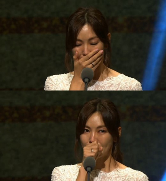 korea-drama-awards-song-joong-ki-trang-tay-ahn-jae-hyun-la-ngoi-sao-toan-cau-1