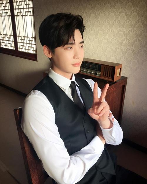 sao-han-8-10-lee-jong-suk-mat-nghiem-tuc-hyun-ah-khoe-xi-tai-sac-so-4