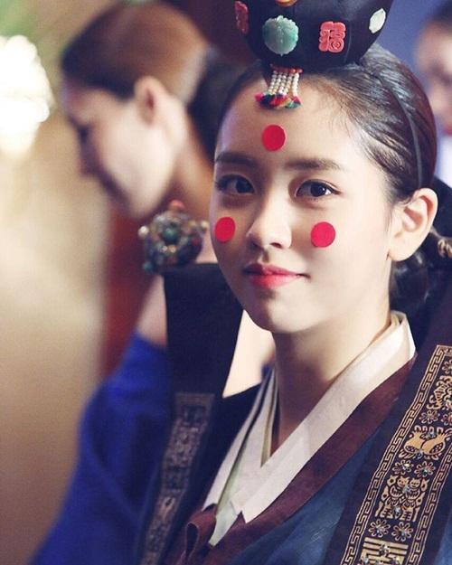 sao-han-11-10-hye-ri-lap-lo-vong-mot-kim-so-hyun-hoa-co-dau-xinh-dep-2