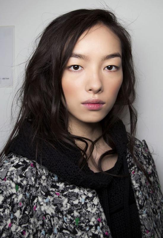 5-kieu-makeup-hop-mot-cho-co-nang-vung-ve-2