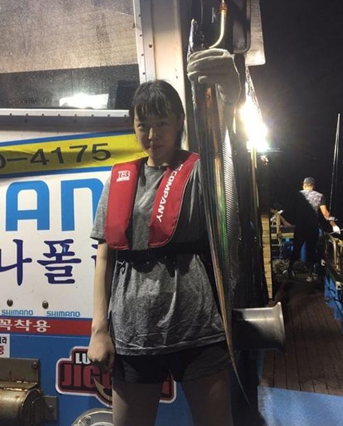sao-han-14-10-g-dragon-bi-che-gia-hye-ri-mac-bikini-khoe-lung-quyen-ru-2-2