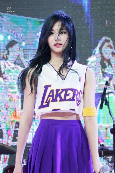7-idol-kpop-duoc-ca-ngoi-co-dien-mao-2d-6