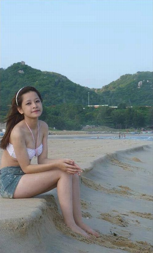 nhung-bo-bikini-dua-chi-pu-thoat-mac-hot-girl-nguc-lep