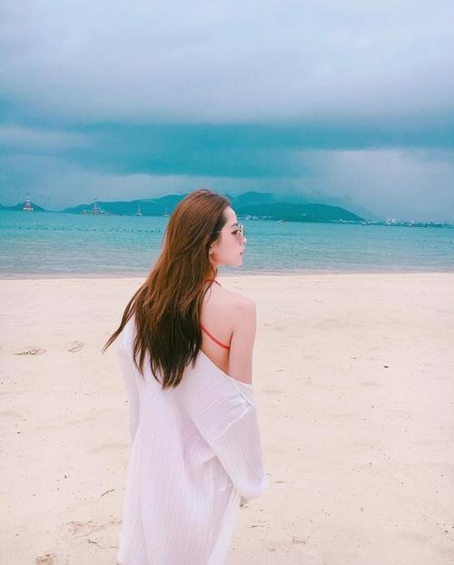 nhung-bo-bikini-dua-chi-pu-thoat-mac-hot-girl-nguc-lep-10
