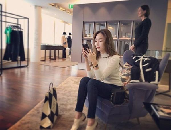 sao-han-29-10-seol-hyun-hoa-meo-de-thuong-jessica-di-shopping-sang-chanh-5