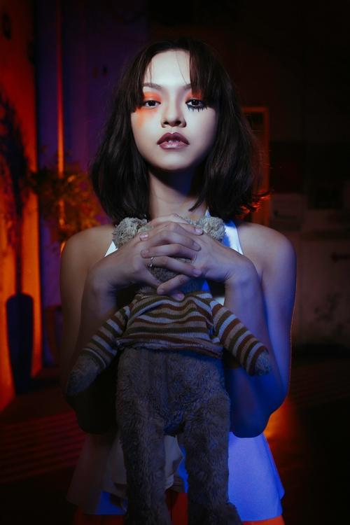 mai-ngo-de-mat-moc-khong-ke-may-da-la-hoa-trang-halloween-3