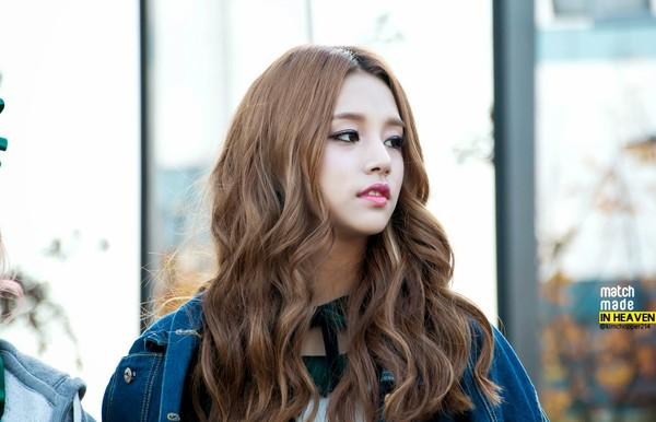 jung-kook-bts-bi-nghi-co-gi-do-voi-nguoi-dep-lai-suzy-hye-ri-2