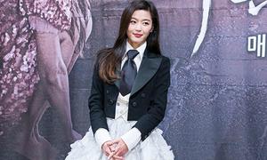 'Người cá' Jun Ji Hyun bị chê mặc xấu