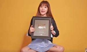 Hari Won hớn hở khoe nút play bạc từ YouTube