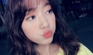 Lần đầu để tóc xù như búp bê, Park Shin Hye gây sốt