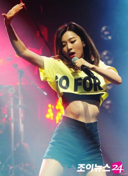 nhung-vong-eo-gay-lo-xuong-suon-cua-nguoi-dep-han-5