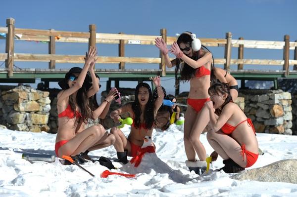 10-hot-girl-trung-quoc-mac-bikini-nghich-tuyet-vua-tho-oxy-vua-livestream-2