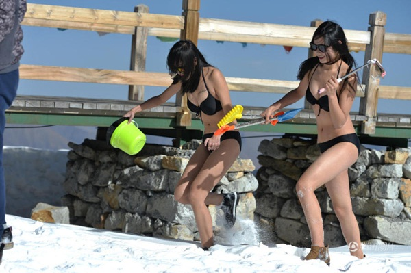 10-hot-girl-trung-quoc-mac-bikini-nghich-tuyet-vua-tho-oxy-vua-livestream-5