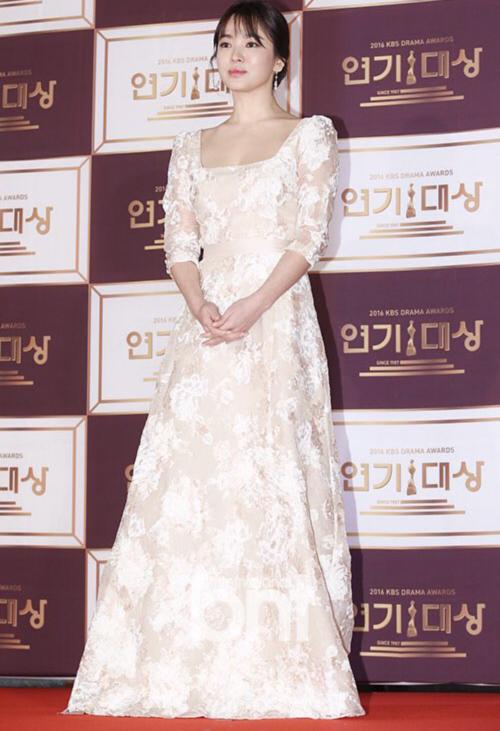 kbs-drama-awards-song-joong-ki-song-hye-kyo-dat-dinh-cao-nhan-sac-3