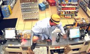 Dùng ngón tay giả làm súng cướp cửa hàng tiện lợi