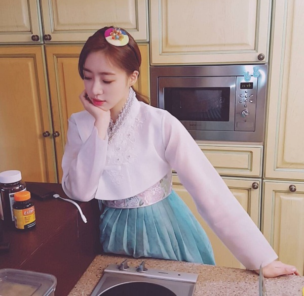 sao-han-11-1-krystal-dang-anh-kho-nhan-ra-hyo-min-ngung-nguy-nhu-tre-con-2