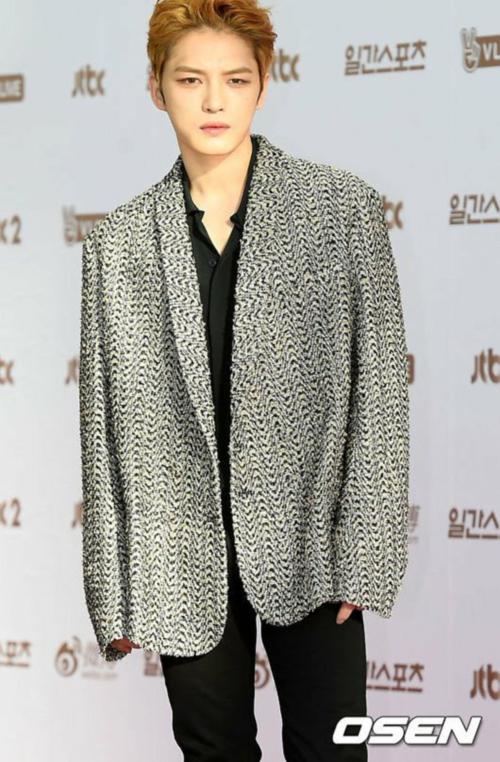 Mỹ nam Jae Joong (JYJ) vừa xuất ngũ, anh xuất hiện với mái tóc vàng bồng bềnh, vẻ đẹp lãng tử.