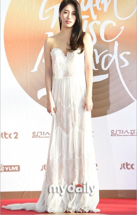 golden-disc-awards-loat-my-nhan-kpop-khoe-sac-tren-tham-do-17