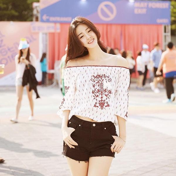 Yang Hyo Seung thu hút 132.000 người theo dõi trên Instagram nhờ gương mặt   đẹp như minh tinh và ngoại hình hấp dẫn.