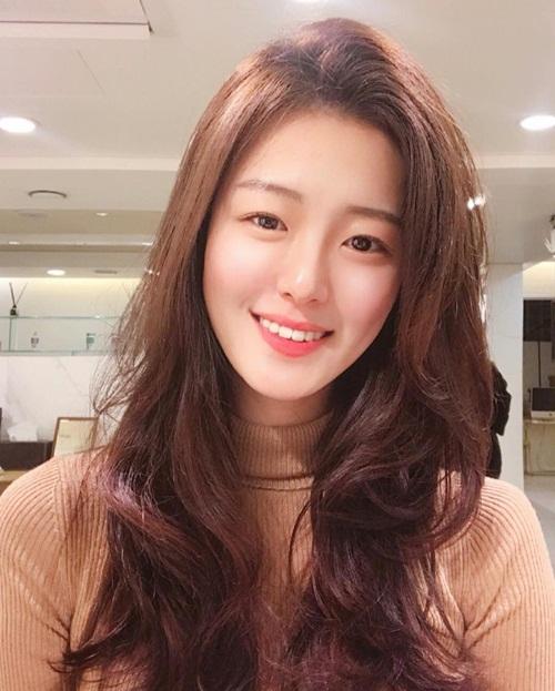 Nhiều người nhận xét dù con gái Hàn trông ai cũng hao hao nhau nhưng Hyo   Seung lại có nét đẹp riêng, dễ tạo dấu ấn. Gương mặt thanh tú, nụ cười rạng rỡ   của cô gái nhận được nhiều lời khen.