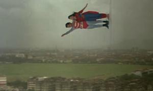 Superman Ấn Độ cho Superman Hollywood 'tắt điện' về độ lầy lội