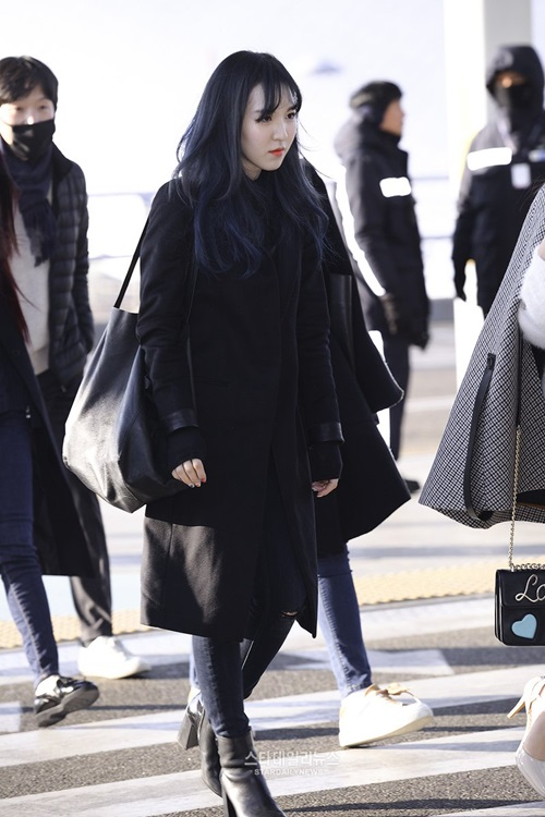 red-velvet-sang-chanh-lee-sung-kyung-chon-style-hien-dai-o-san-bay-5