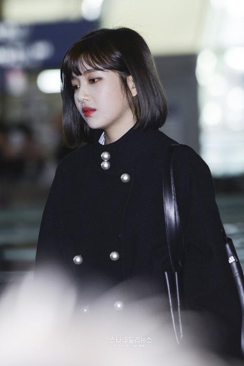 red-velvet-sang-chanh-lee-sung-kyung-chon-style-hien-dai-o-san-bay-7