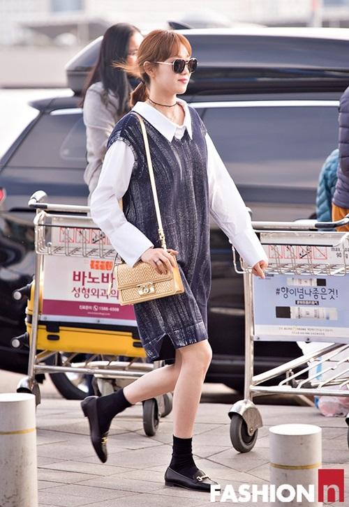 red-velvet-sang-chanh-lee-sung-kyung-chon-style-hien-dai-o-san-bay-9