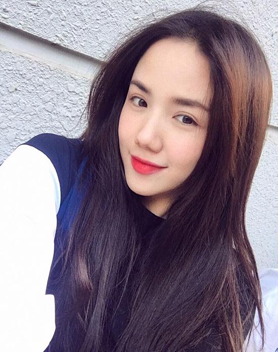 sao-viet-16-2-mie-khoe-qua-tinh-yeu-lang-man-pham-huong-mac-sen-bat-ngo-5