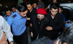 Cả chục bảo vệ áp sát hộ tống Sơn Tùng M-TP vì fan bao vây