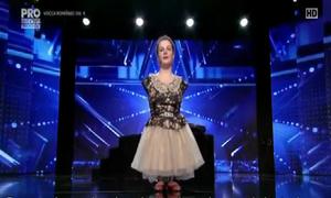 Cô bé không tay khiến khán giả rơi nước mắt khi vừa cất giọng