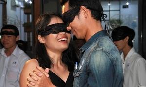 Bạn trẻ Sài thành bịt kín mắt tìm người yêu để thoát ế