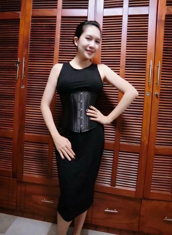 sao-viet-dua-nhau-bien-corset-nit-bung-thanh-phu-kien-thoi-trang-3