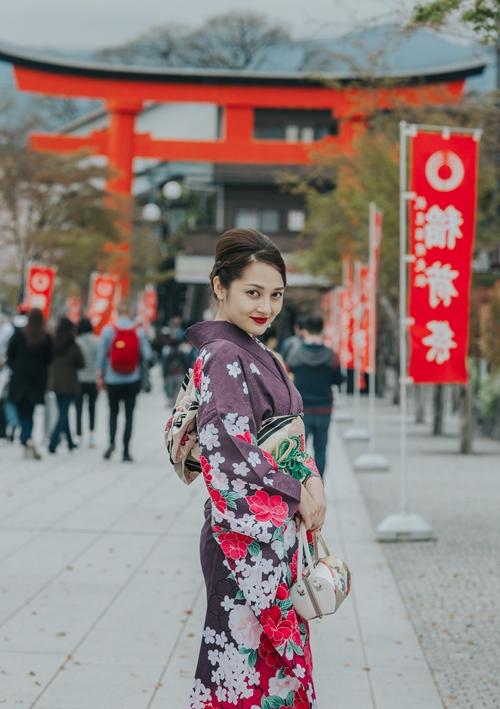bao-anh-dep-sac-sao-khi-dien-kimono-dao-pho-nhat