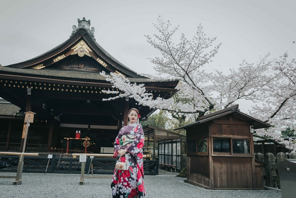 bao-anh-dep-sac-sao-khi-dien-kimono-dao-pho-nhat-2