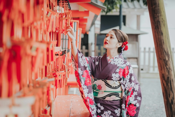 bao-anh-dep-sac-sao-khi-dien-kimono-dao-pho-nhat-3