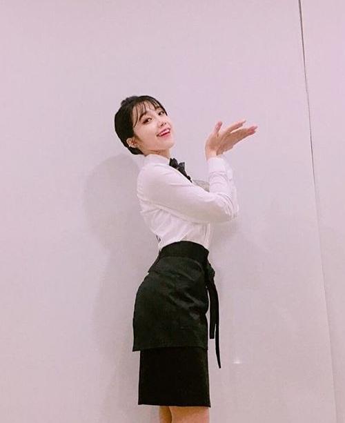 sao-han-3-5-eun-ji-khoe-duong-cong-s-line-hyo-rin-mac-bikini-dot-mat