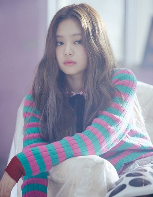 jennie-black-pink-idol-moi-lan-doi-kieu-toc-deu-gay-sot