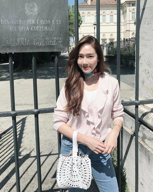 sao-han-19-5-soo-young-goi-cam-hon-khi-co-da-co-thit-sulli-lo-lung-tran-2-2