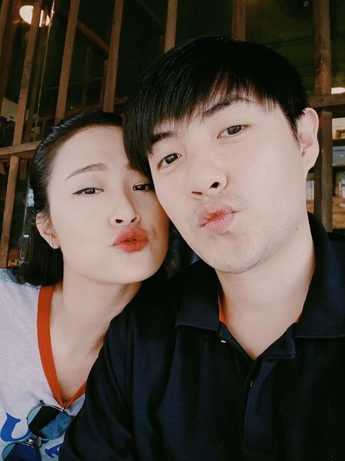 sao-viet-21-5-dong-nhi-dinh-chinh-so-nam-yeu-duong-khoi-my-khoe-gia-tai-khung-fan-tang-11