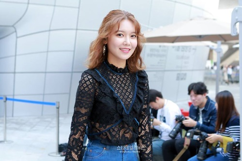 na-eun-nam-tinh-kim-so-hyun-gia-dan-tai-seoul-fashion-week-2