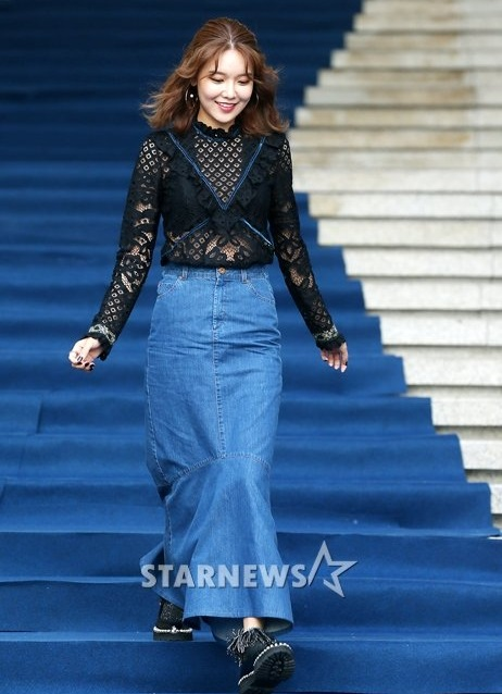 na-eun-nam-tinh-kim-so-hyun-gia-dan-tai-seoul-fashion-week-3