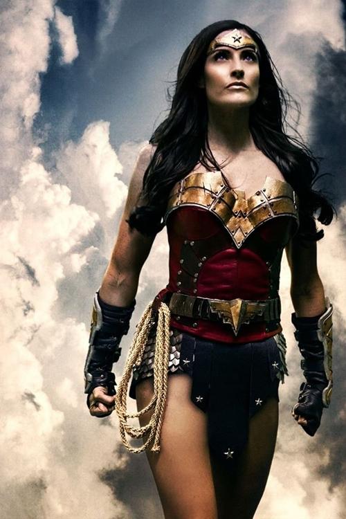 nhung-man-cosplay-wonder-woman-xuat-sac-khong-kem-ban-goc-1