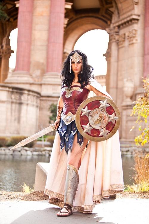 nhung-man-cosplay-wonder-woman-xuat-sac-khong-kem-ban-goc-8