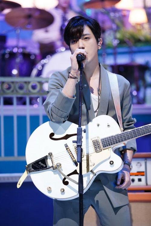 12-my-nam-co-khuon-mat-dep-nhat-kpop-page-4-1