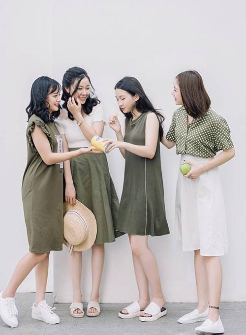 mac-dong-phuc-nhu-girlgroup-la-mot-moi-khi-chup-anh-co-hoi-co-phuong