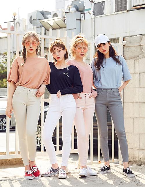 mac-dong-phuc-nhu-girlgroup-la-mot-moi-khi-chup-anh-co-hoi-co-phuong-1