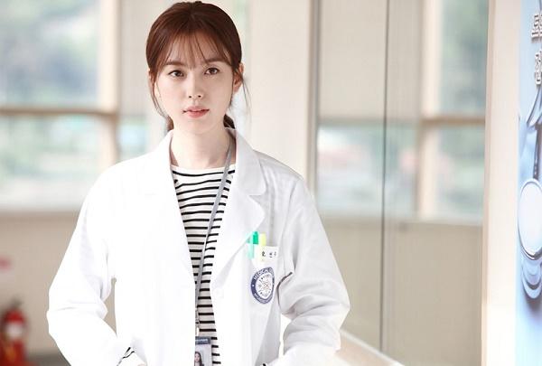 Hình ảnh của Han Hyo Joo trong bộ phim W.