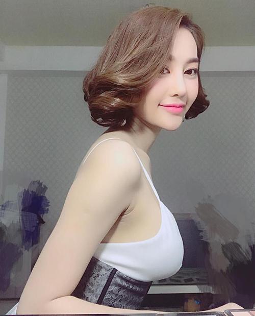 sao-viet-29-8-huong-tram-xinh-nhu-nu-sinh-han-hoa-minzy-mac-boc-lua-2