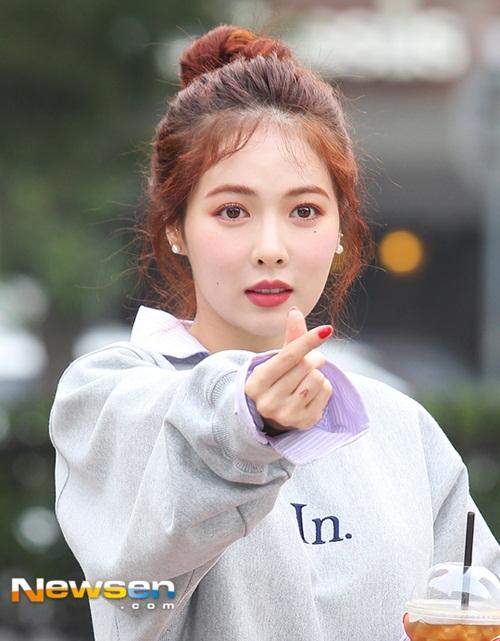 hyun-ah-dang-yeu-nhu-nu-sinh-sun-mi-khoe-chan-dai-mien-man-1